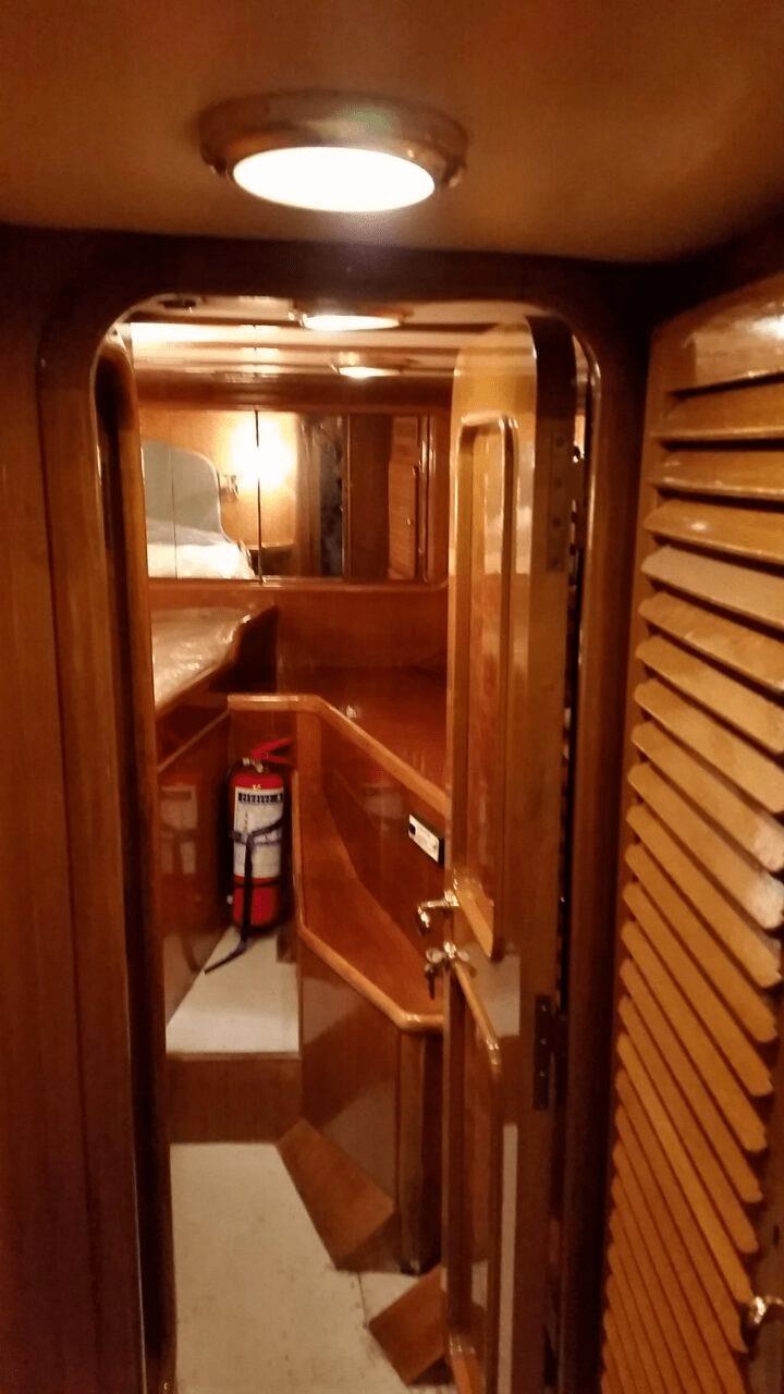 Μηχανοκίνητο Scorpionero Yacht 1